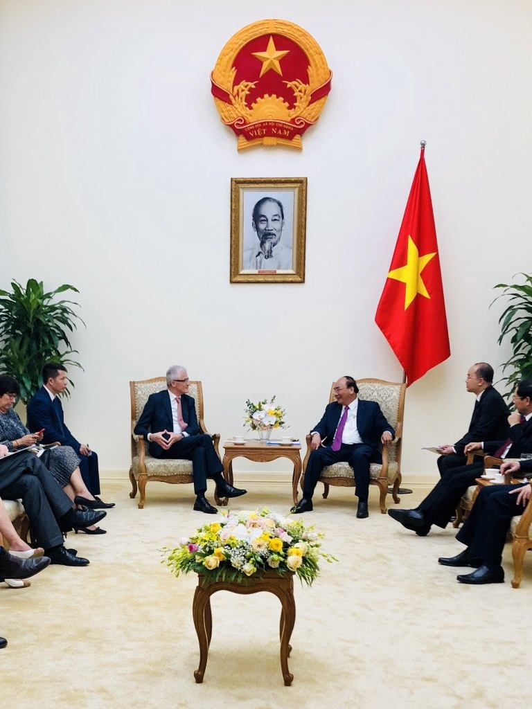 Minister-president Bourgeois and prime minister Nguyễn Xuân Phúc