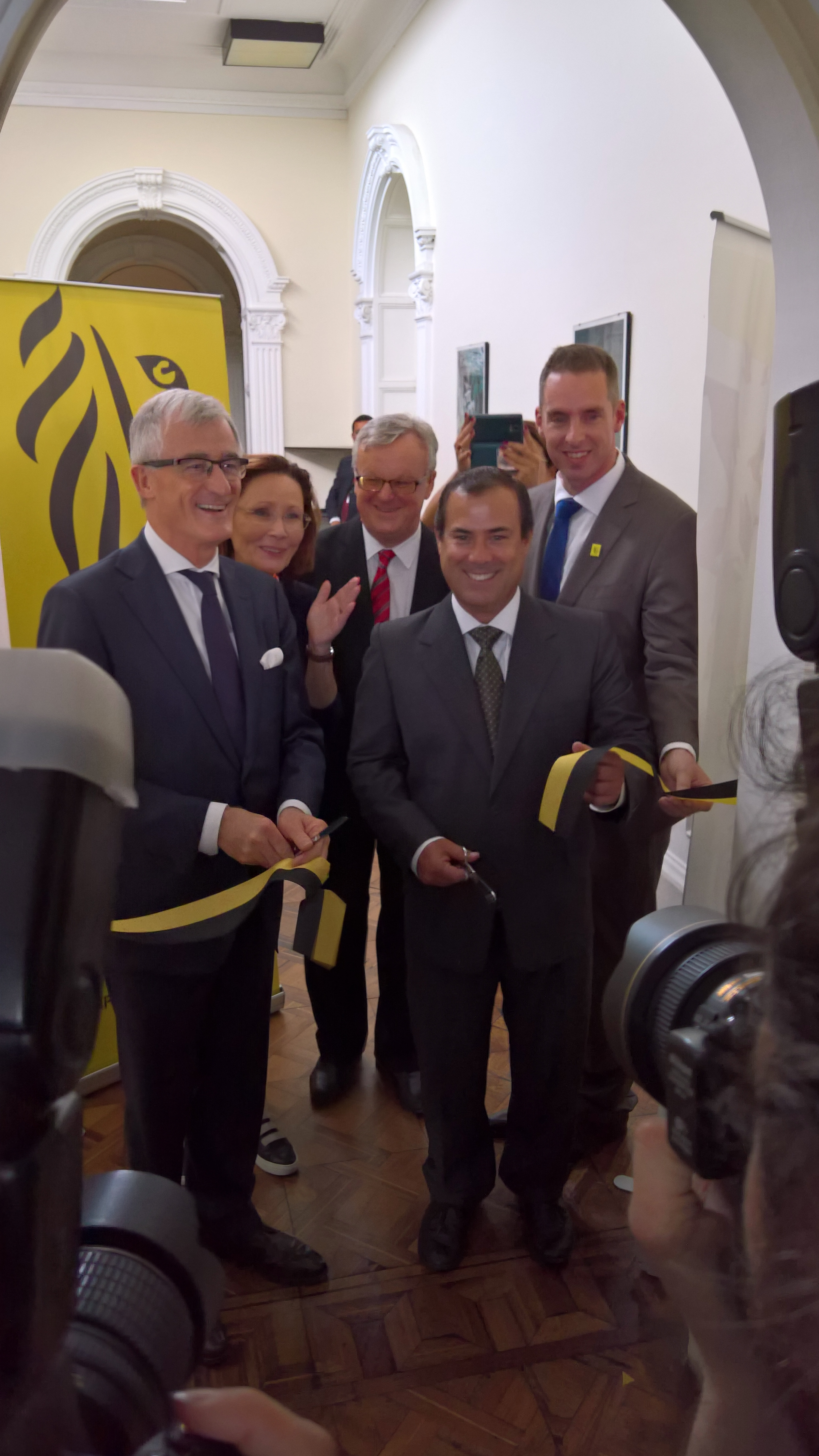 Opening FIT kantoor in Lima: Minister-president bourgeois en Minister Giuffra